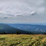 Widok na Szklarską Porębę z gór.