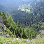 Widok na górską dolinę.